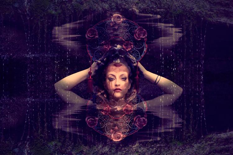 Cuadro Mujer reflejada en agua - Ámbar Muebles