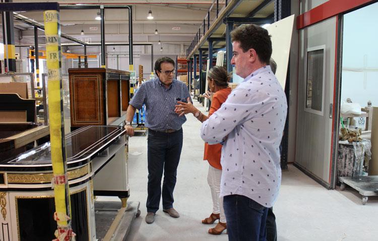 Visita a la fábrica de Mariner, acompañado de Rosario Castells y Vicente Blanch