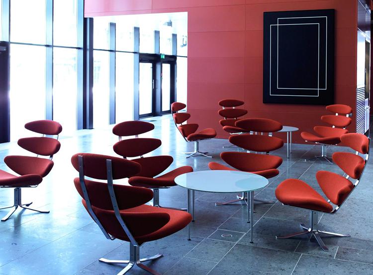 Butacas Corona en un ambiente contract, como la recepción de un hotel | Pinterest