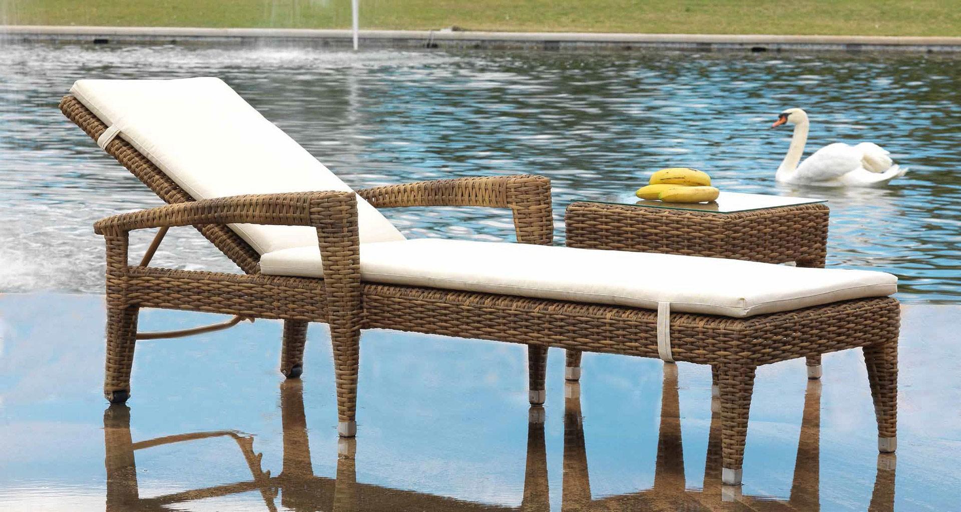 La comodidad llega a tu terraza a bordo de tumbonas y hamacas blog de muebles y decoraci n - Piscinas de patas ...